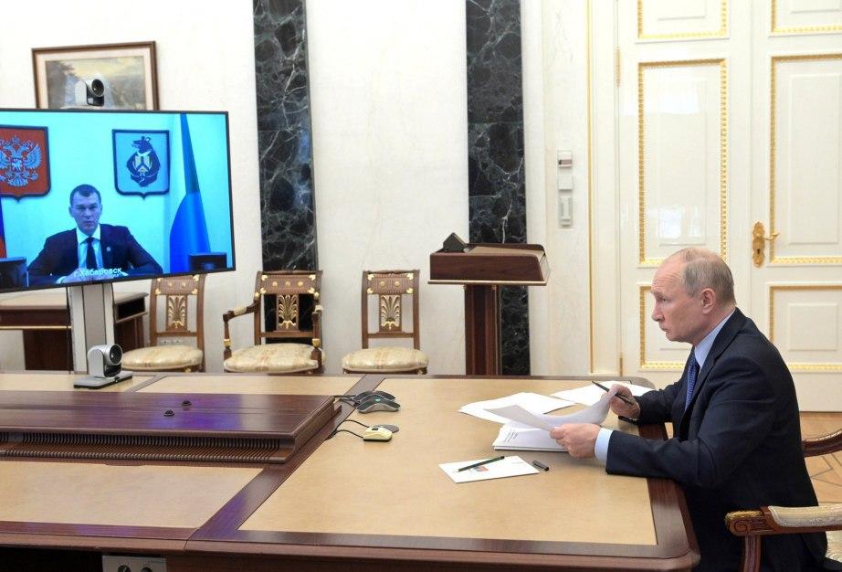 Путин провел рабочую встречу с Дегтяревым
