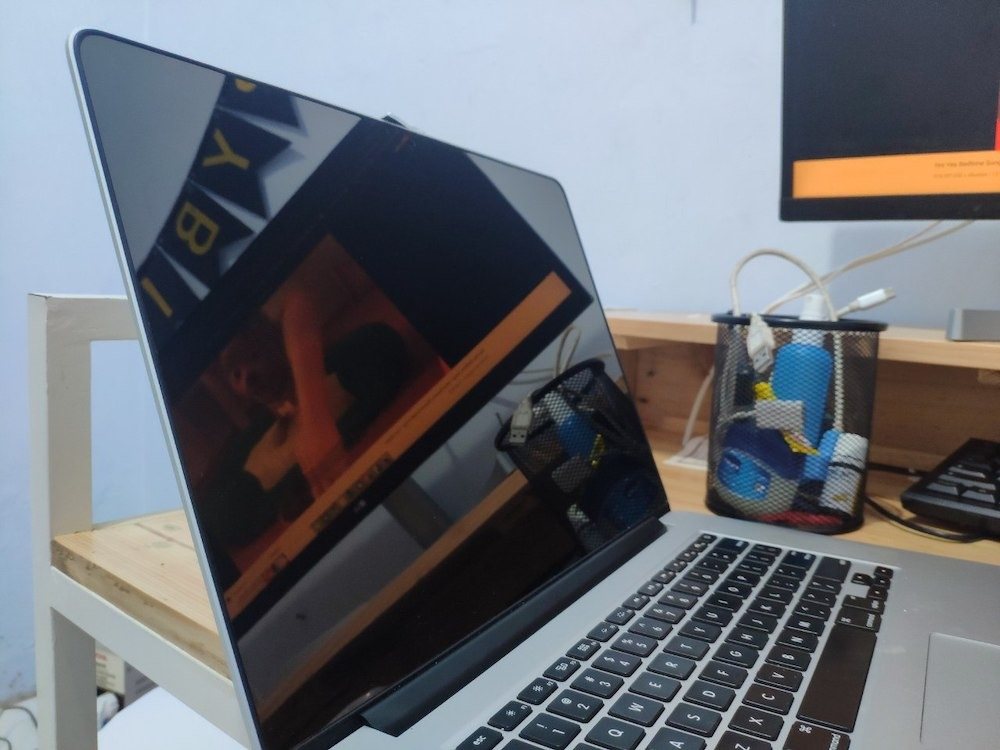 Hasil Pemasangan Screen Protector untuk Melindungi Staingate Pada Macbook