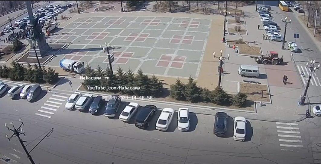 Вместо митинга в Хабаровске заблокировали площадь и начали уборку