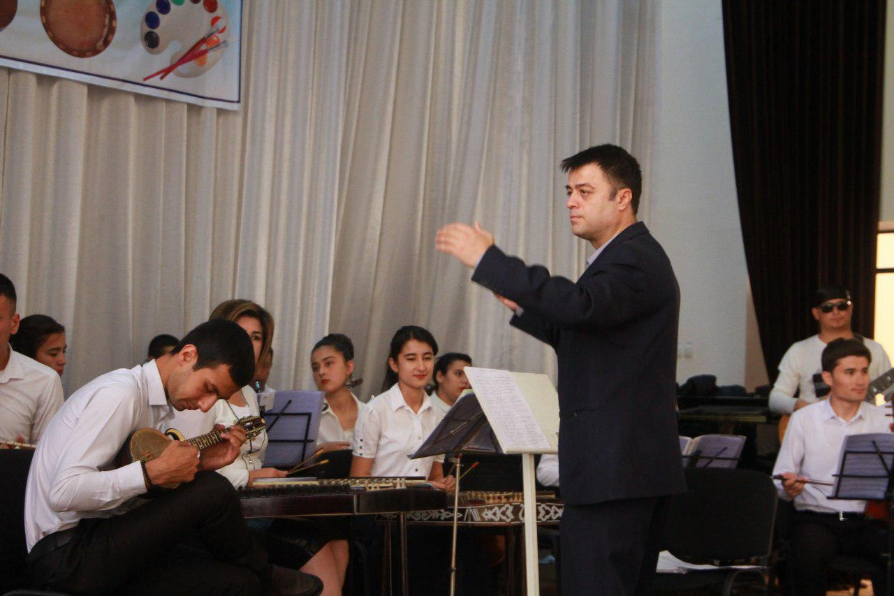 """Chashma"" o`zbek xalq cholg`ulari kamer orkestri lektoriy-konsert dasturi."