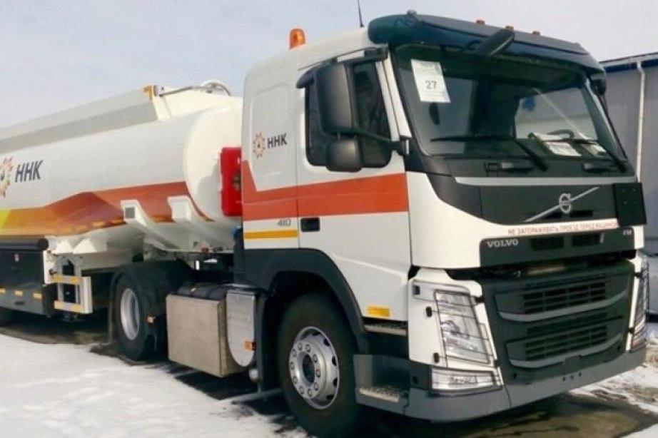 Бензин АИ-95 развозят по заправкам в Хабаровске