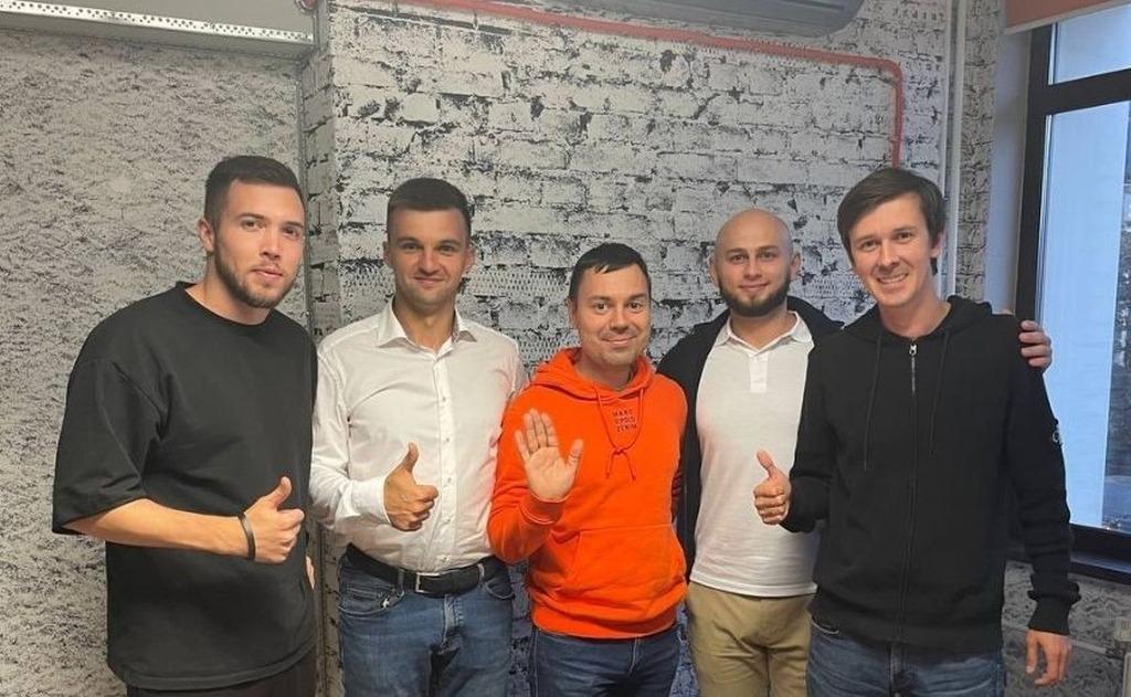 Сделка на миллион: Денис Ларионов купил 40% долю в школе по маркетплейсам
