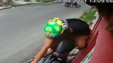 Voló de la moto por culpa de un novato