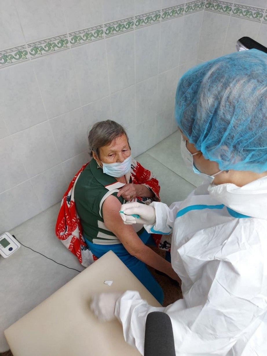 Вакцинация от Covid-19 началась в Хабаровских домах-интернатах