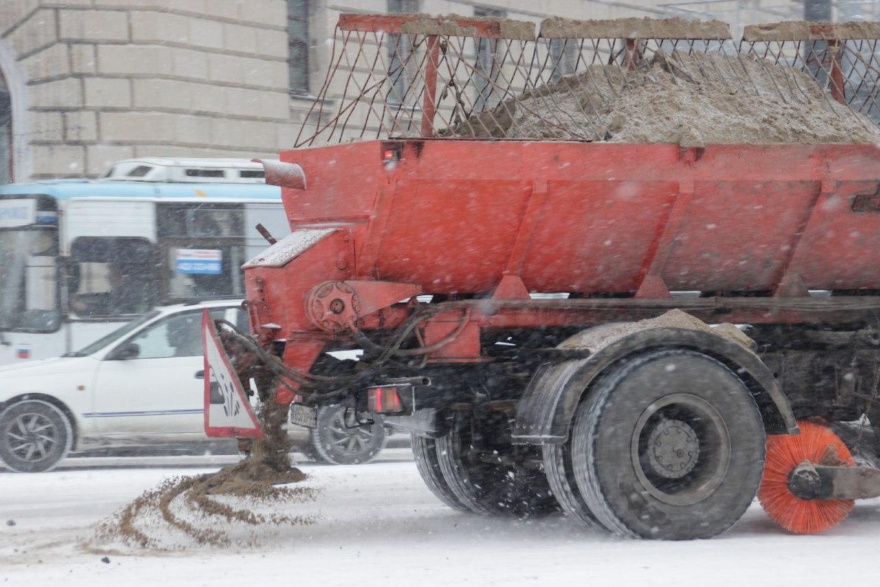 63 единицы техники будут убирать дороги Хабаровска