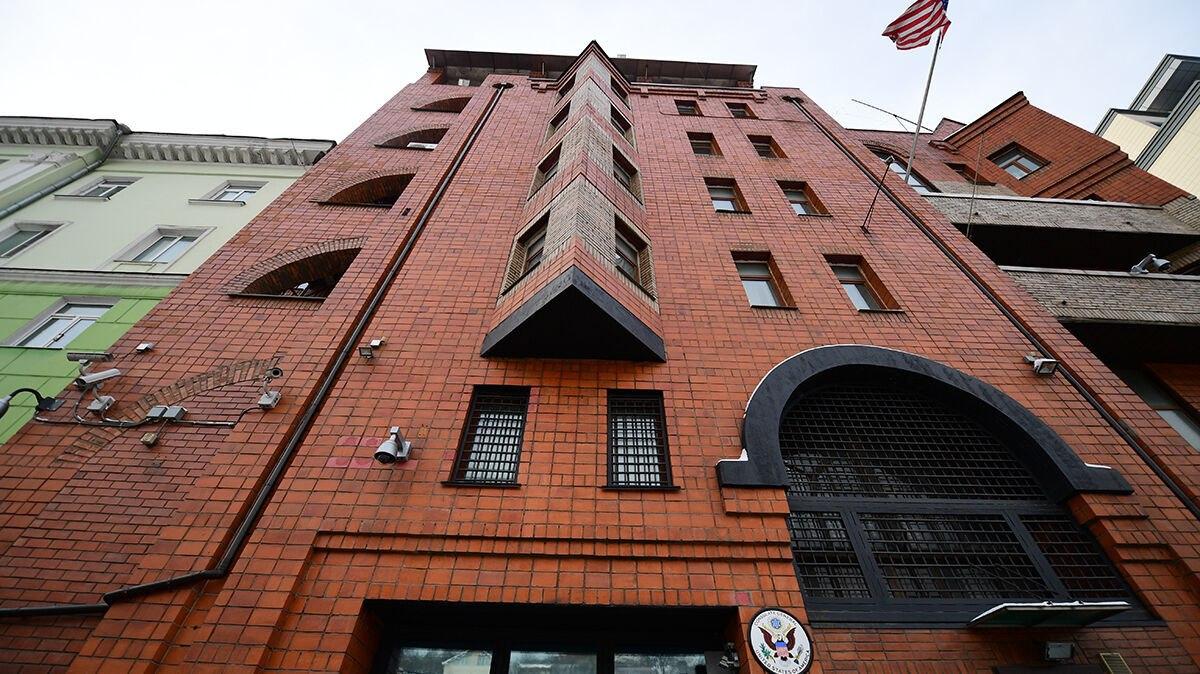 США закрывают консульство во Владивостоке