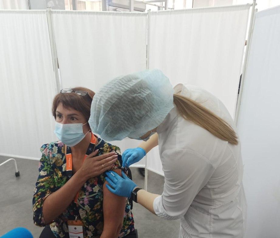 Мобильный пункт вакцинации открылся в ТЦ «Эвр»