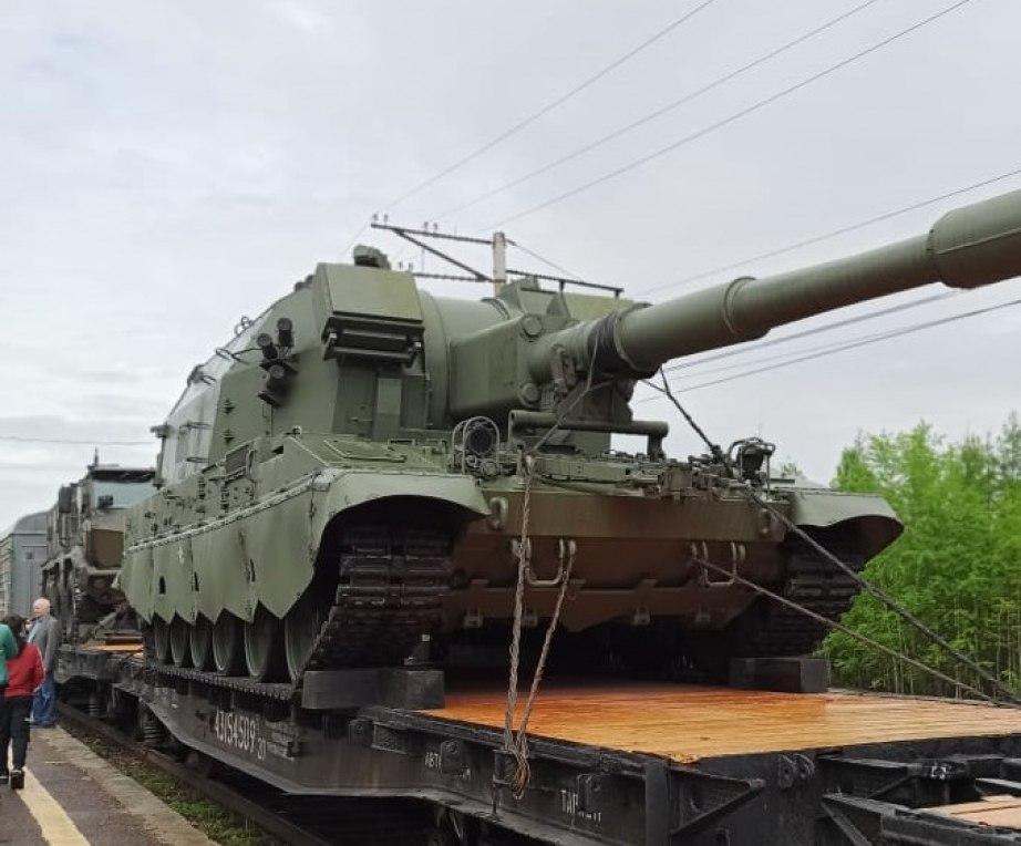 Военную технику подвозят к Хабаровску