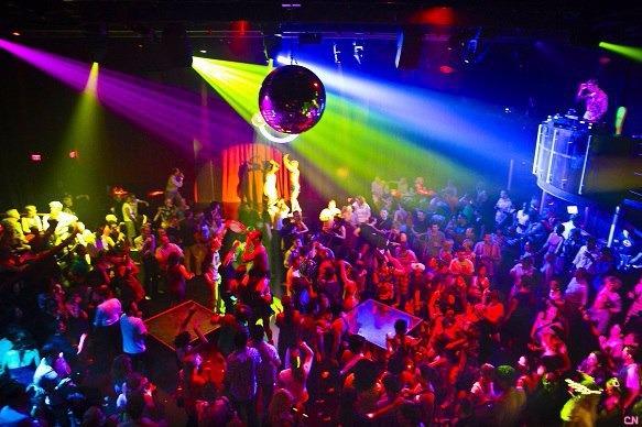 Работа в ночных клубах гардеробщицей женские клубы москва стриптиз