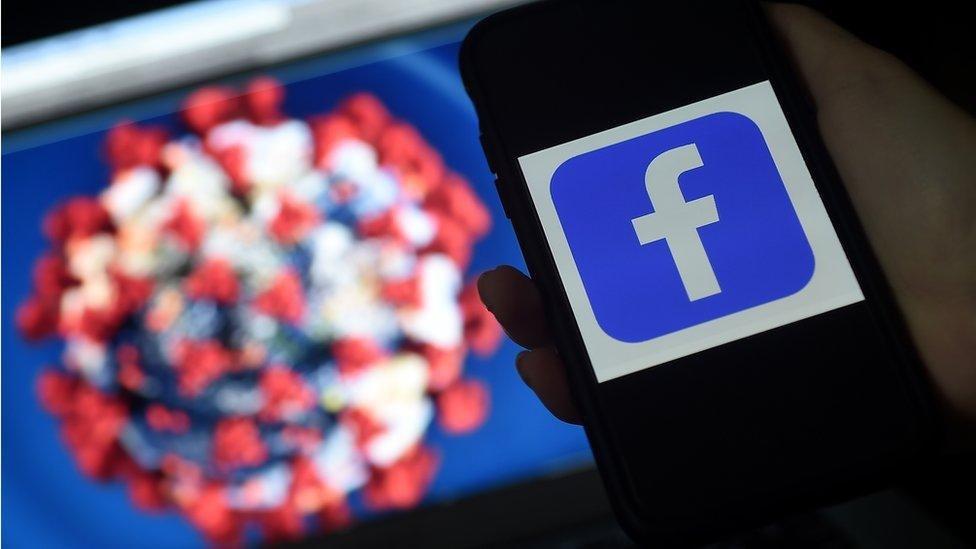 Facebook заблокировала хэштег #Вакциныубивают