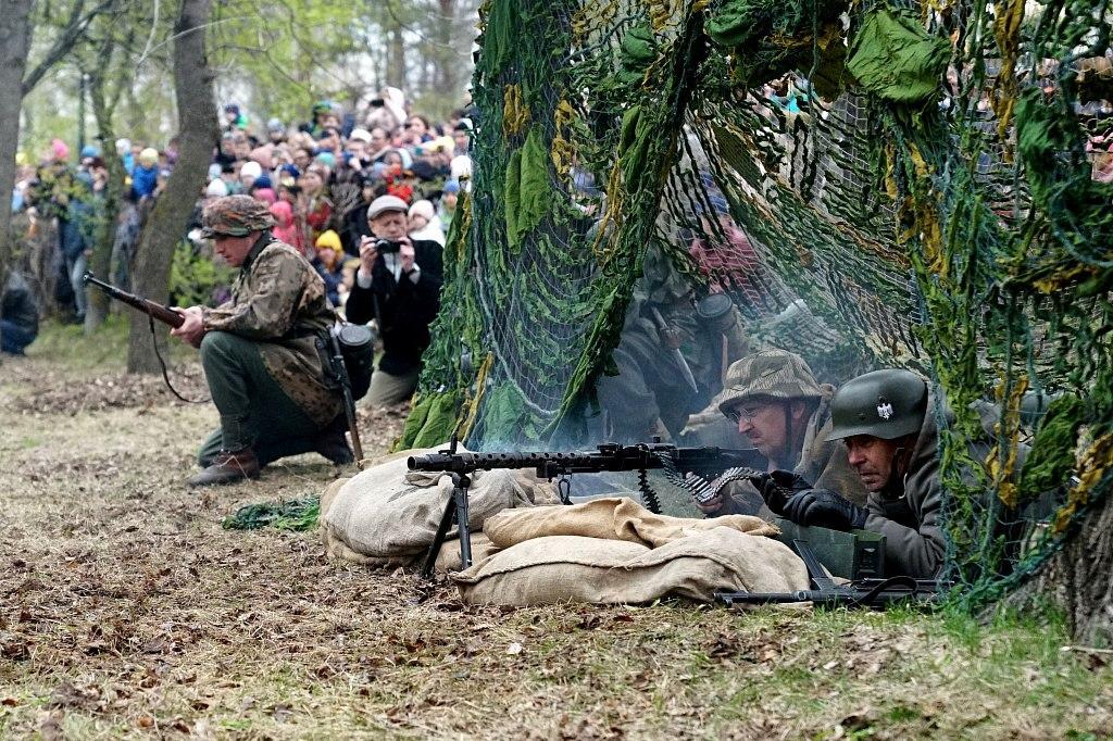 Военная реконструкция на подступах к Берлину прошла в Хабаровске