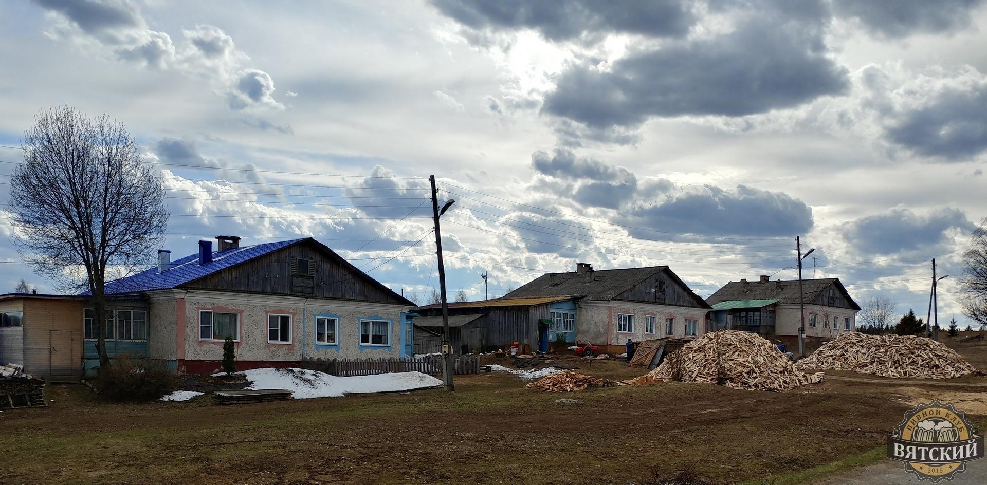 Типовые домики в селе.