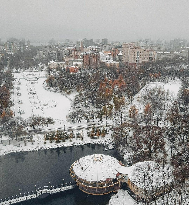 В Хабаровске продолжается ликвидация последствий мокрого снегопада