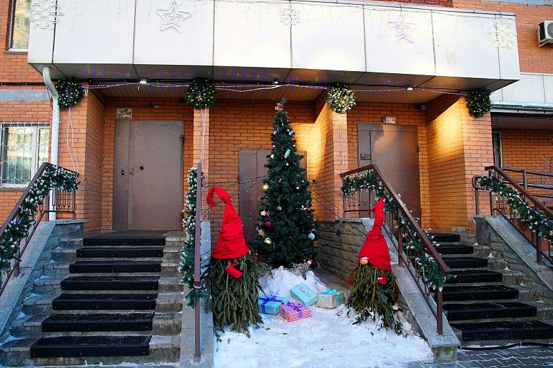 Бесснежная зима не помешала хабаровчанам оригинально украсить к праздникам свои дворы и дома