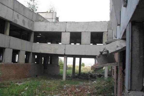 Ребенок упал со второго этажа заброшки в Хабаровске