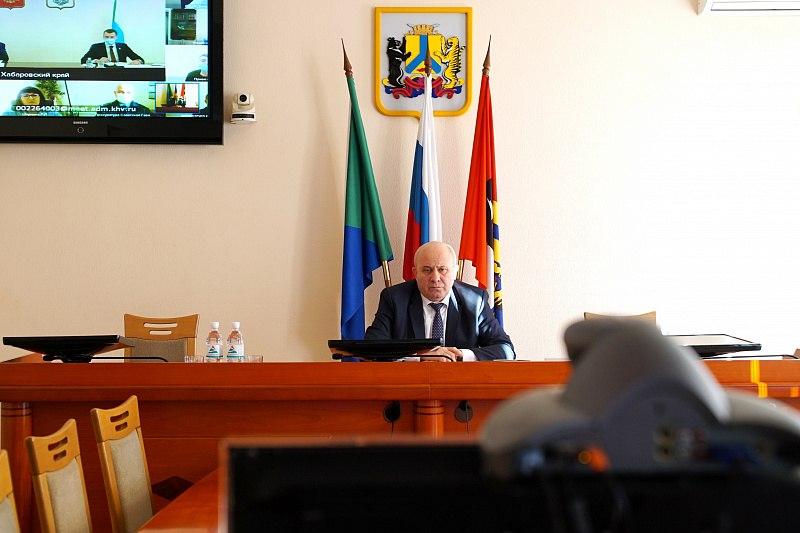 Власти в Хабаровске провели совместный прием граждан в режиме онлайн
