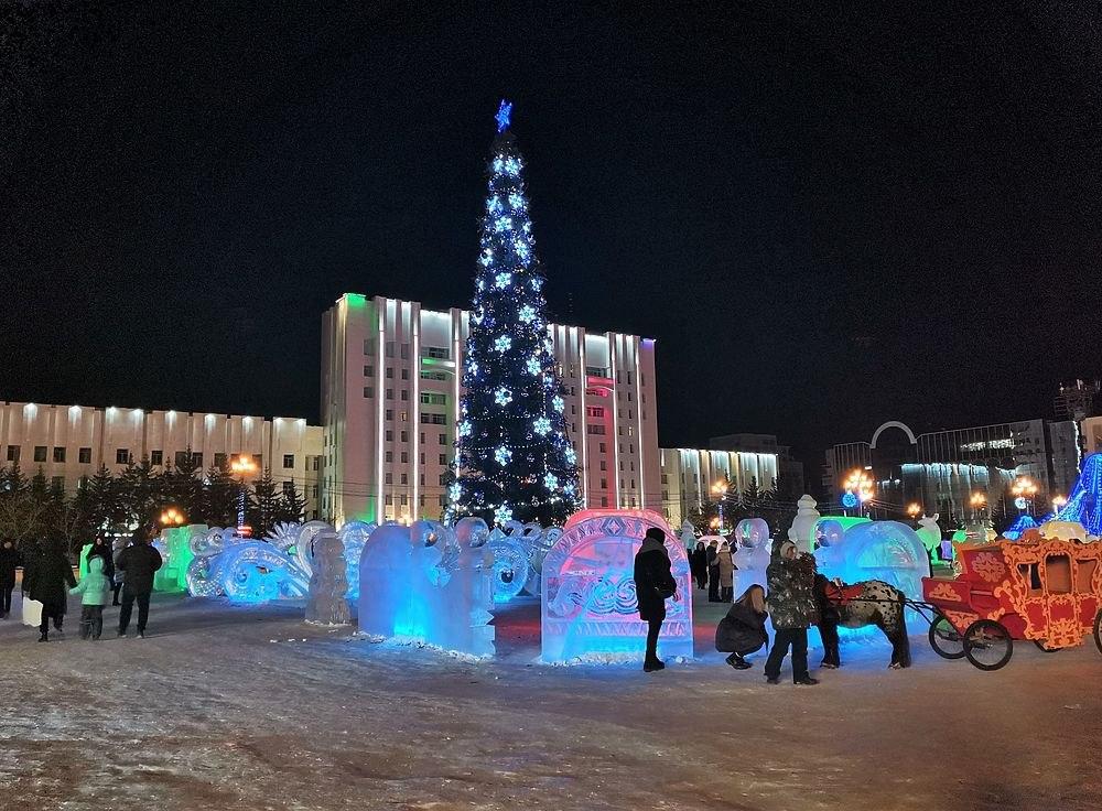 В Хабаровске демонтируют Новогодние городки