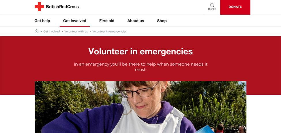 На сайте Британского Красного Креста нет визуального различия между хлебными крошками, которые являются ссылками, и элементом «Волонтер в чрезвычайных ситуациях», который (правильно) не является ссылкой.
