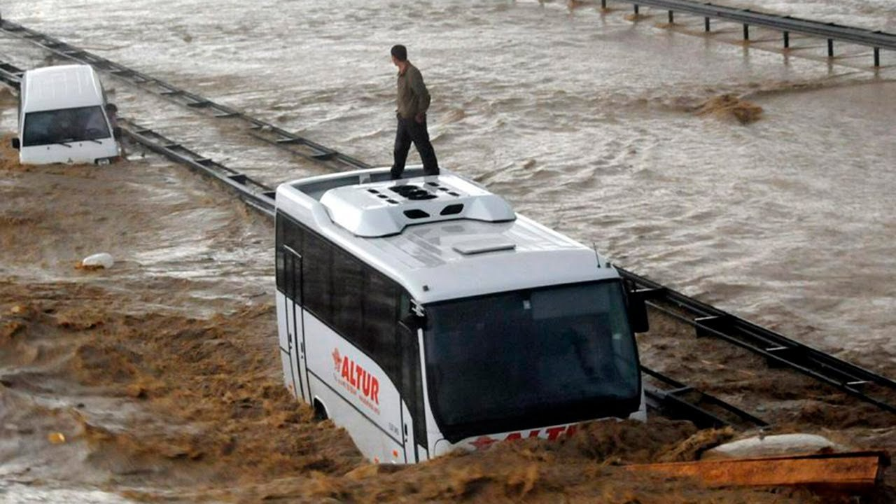 Ливни, оползни и наводнения: север Турции затопило водой