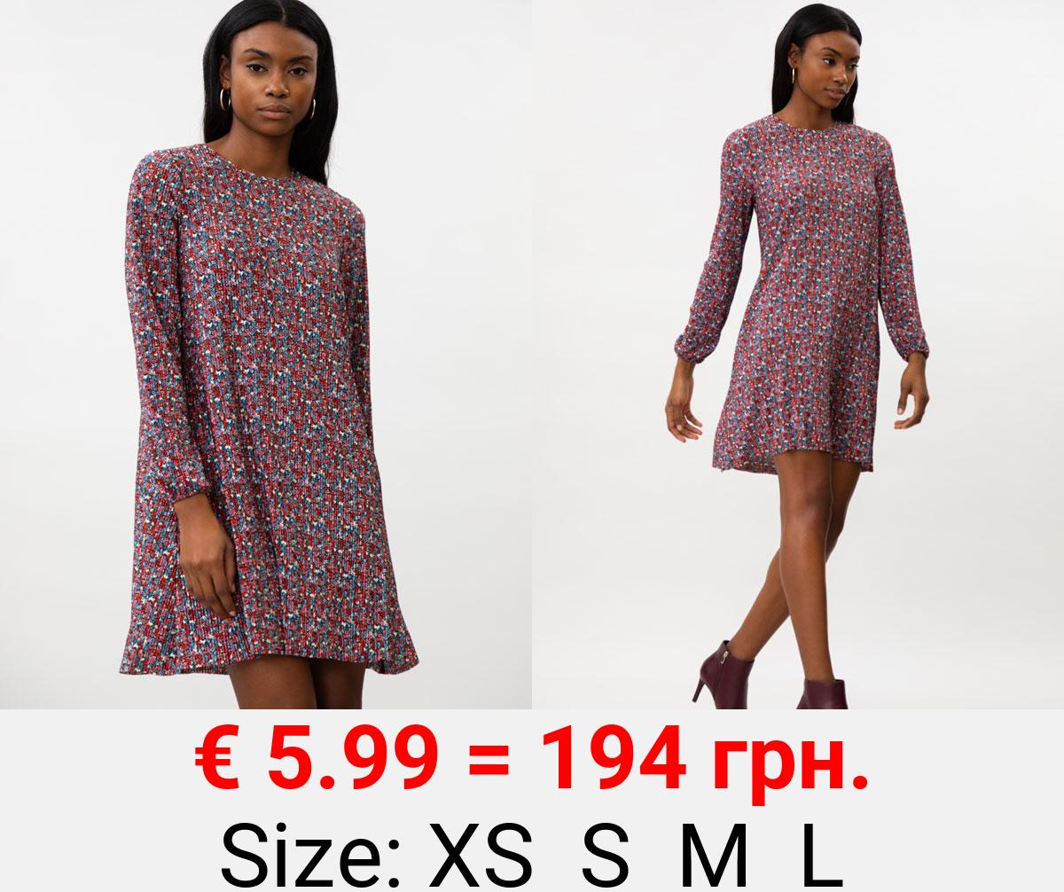 Long sleeve pleat dress