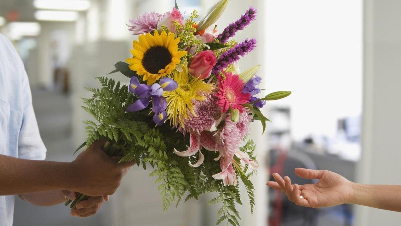 Стоимость доставка цветов курьером по москве