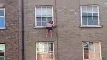 Enganchado tras saltar desde una ventana