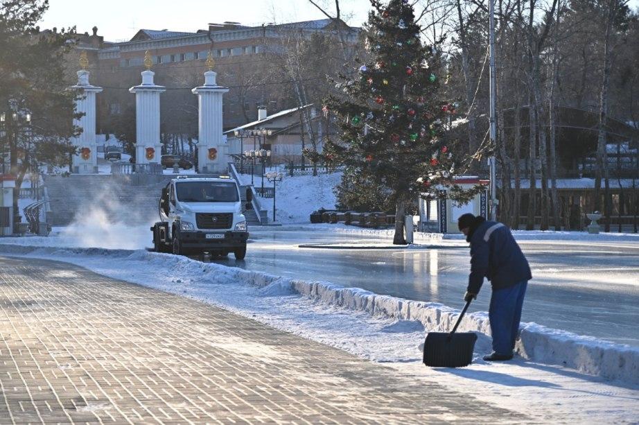 Заливка уличных катков в Хабаровске завершится на этой неделе