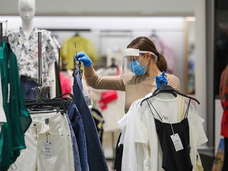 Администрация Хабаровска разрешила продавцам не обслуживать посетителей ТЦ и кафе без масок