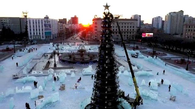 В Хабаровске на площади Ленина идет подготовка к Новому году