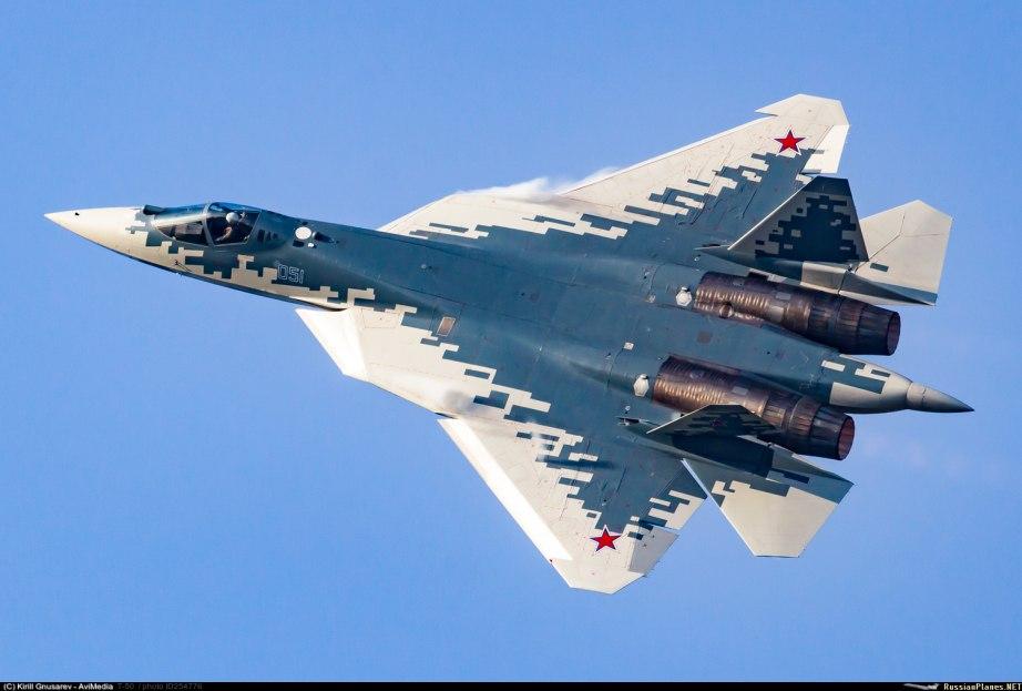 Первый самолет пятого поколения Су-57, собранный в Комсомольске-на-Амуре, передан вооруженным силам России