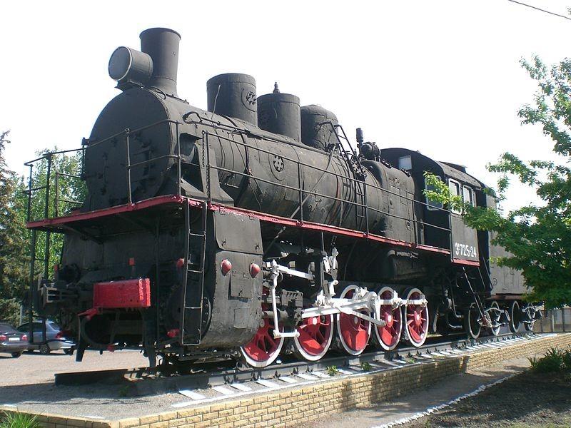Куп'янськ-Вузловий. Паровоз-пам'ятник на честь куп'янських залізничників (на території депо). Фото — ByrkaDenis (2015).