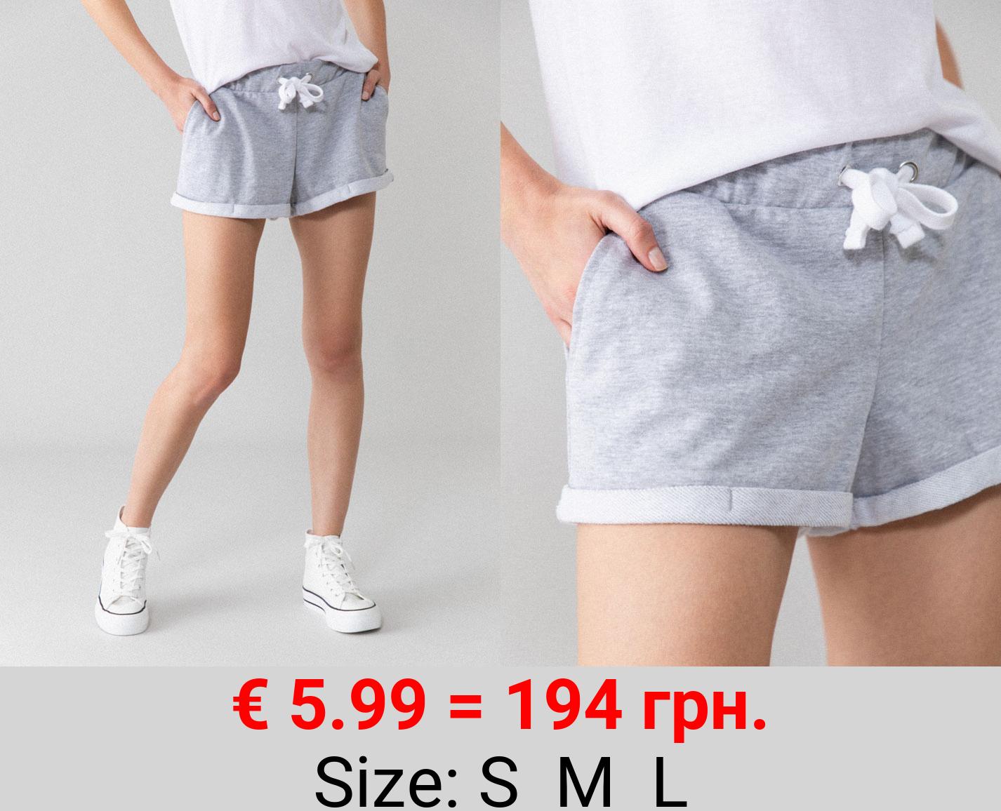 Basic plush shorts with turn-up hems