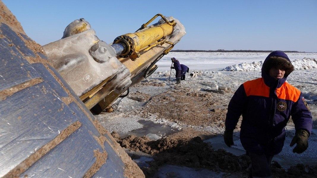 Об опасности выезда на лед предупреждают власти Хабаровского края