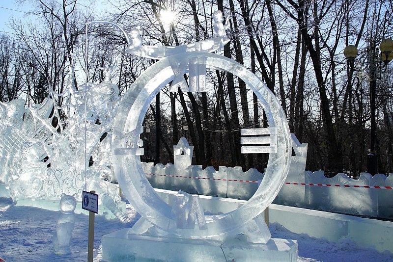 Хабаровчане разрушают новогоднюю красоту