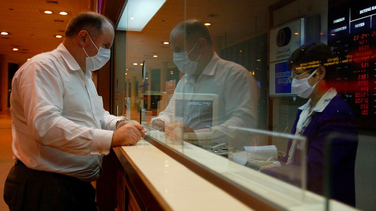 Россияне рискуют остаться невыездными после вакцинации от коронавируса
