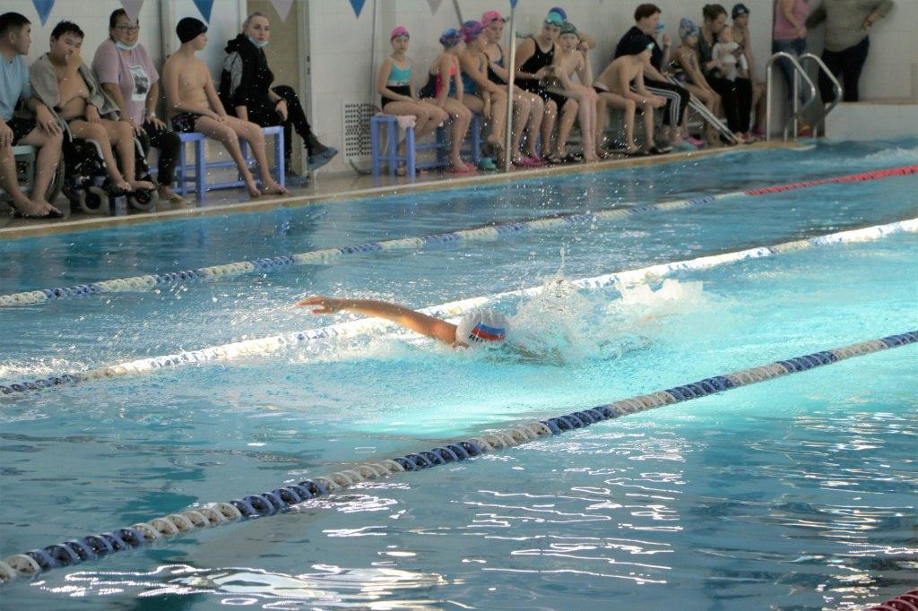 Соревнования по плаванию среди инвалидов проходят в Хабаровске