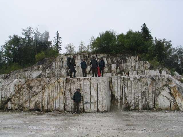 Мраморная пирамида недалеко от Хабаровска