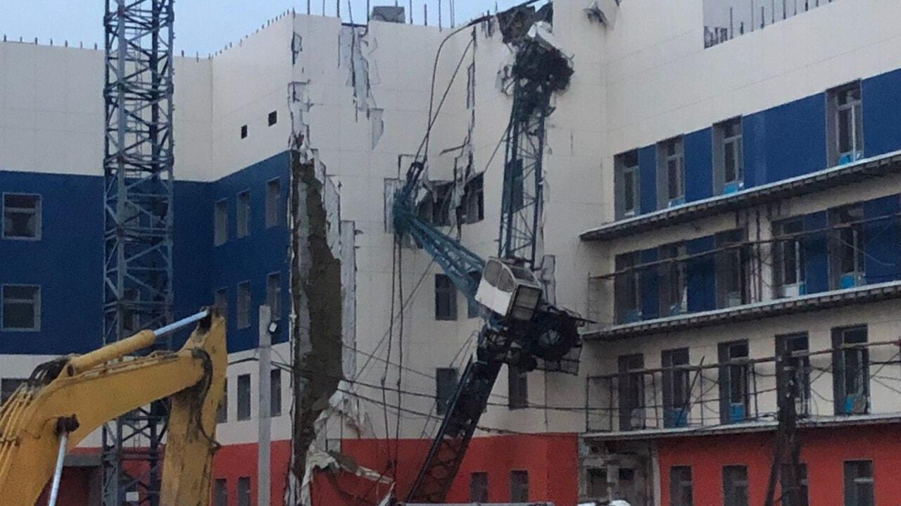 Строительный кран рухнул в Хабаровске