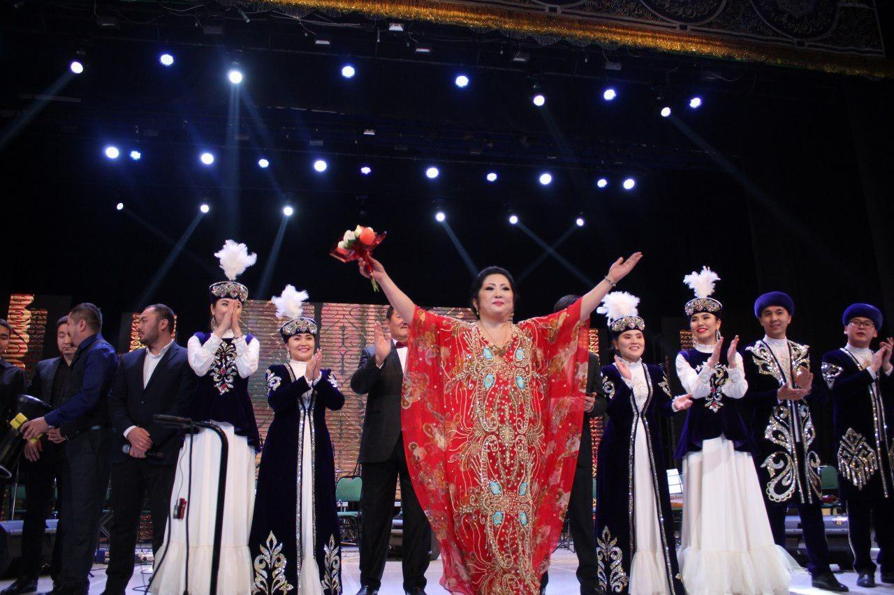 """Во Дворце искусств """"Туркистон"""" состоялся концерт Народной артистки Казахстана Макпал Жунусовой."""