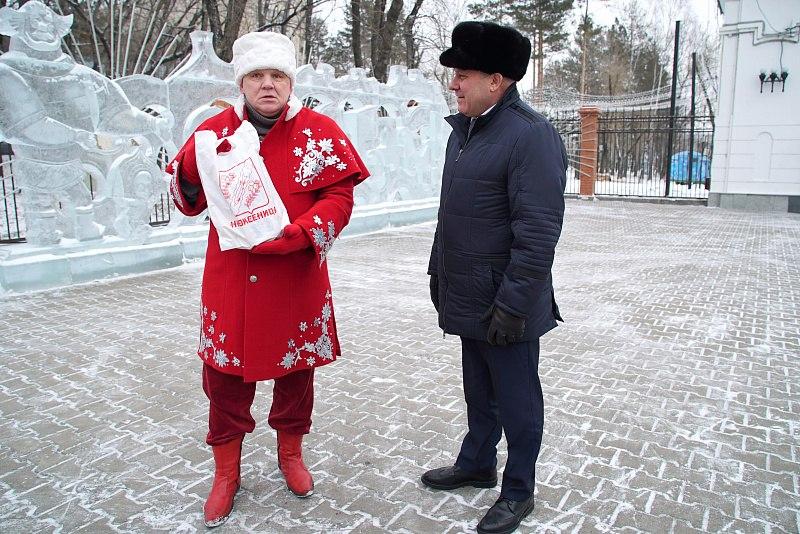 Мэр Хабаровска встретился с официальным полномочным послом Деда Мороза