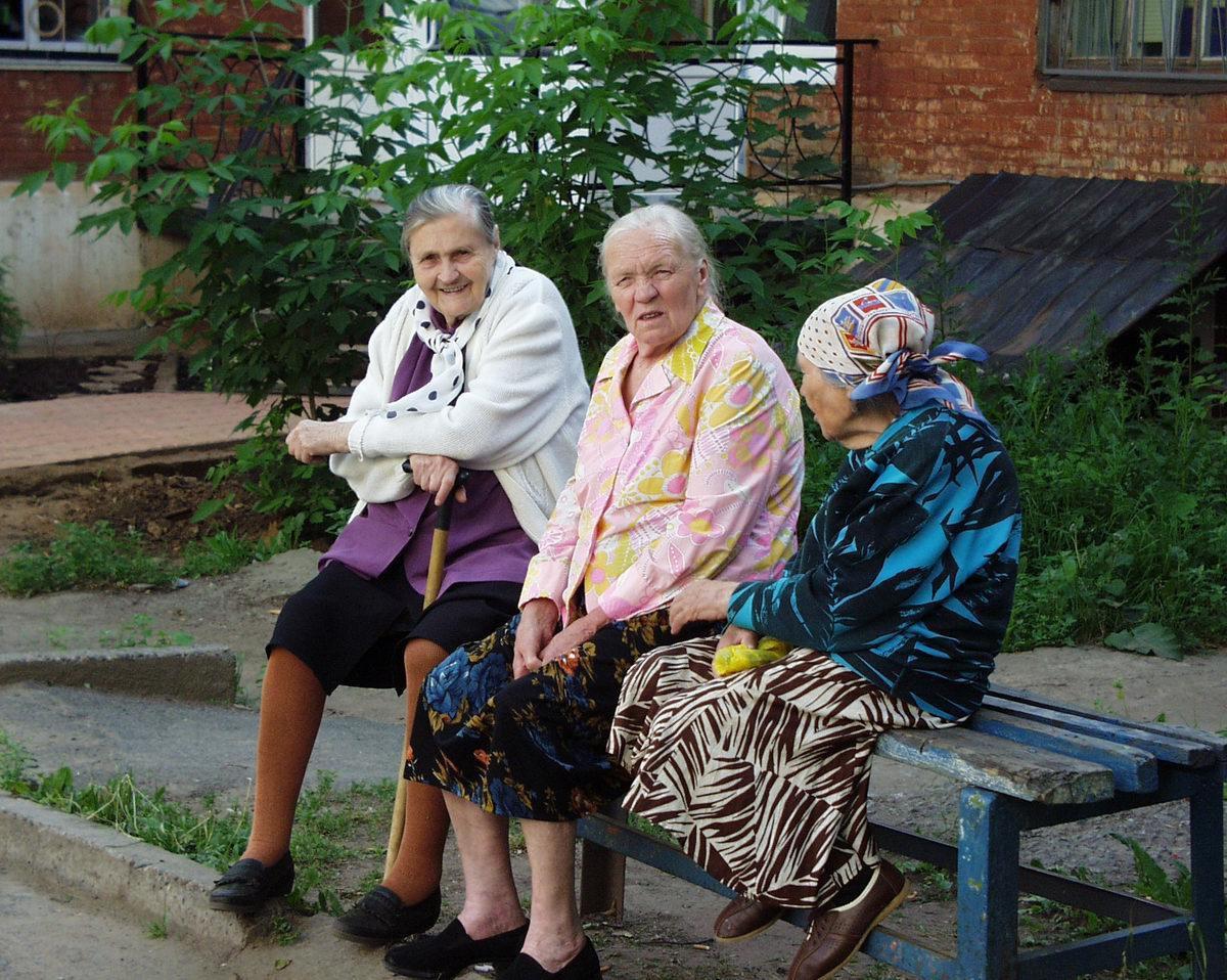 вернулись, тут фото пенсионерки писают красивых