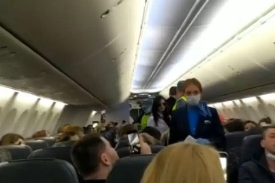 В Хабаровске оштрафуют куривший на борту самолета летевшего из Москвы