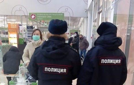 Протоколы за отсутствие масок составили на покупателей в торговом центре Хабаровска