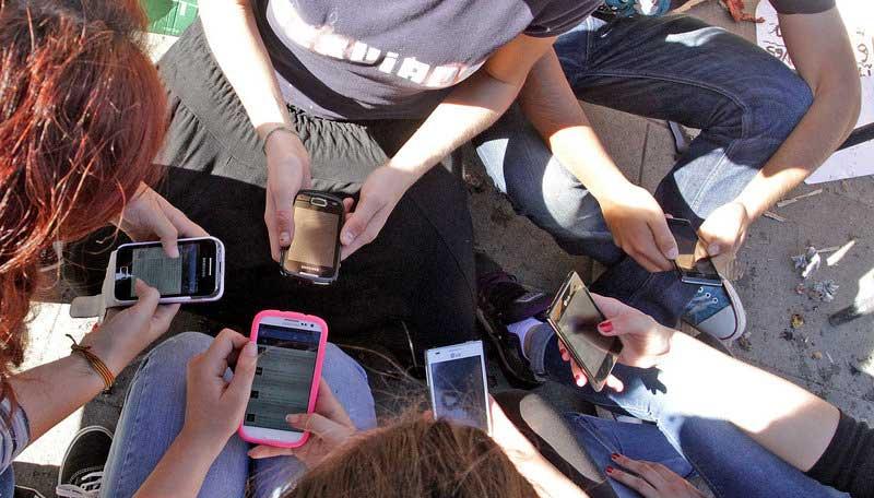 Idiotizados por los móviles