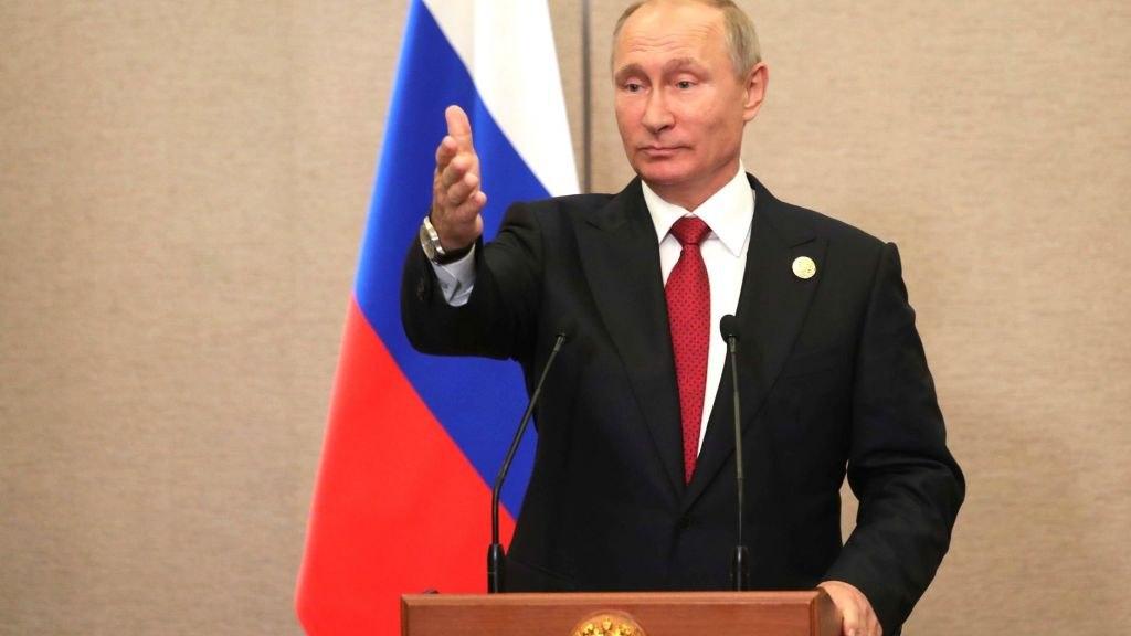 Путин поручил с 1 февраля прибавить зарплату россиянам