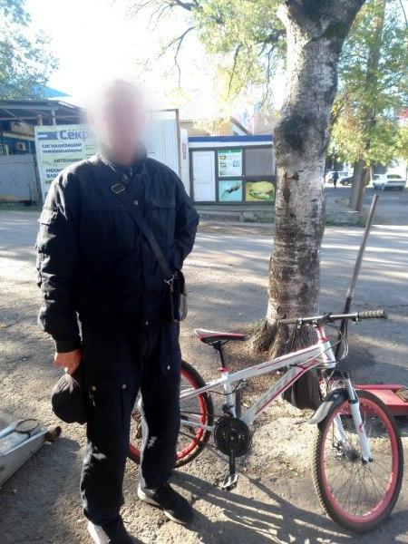 Серийного вора велосипедов поймали в Хабаровске