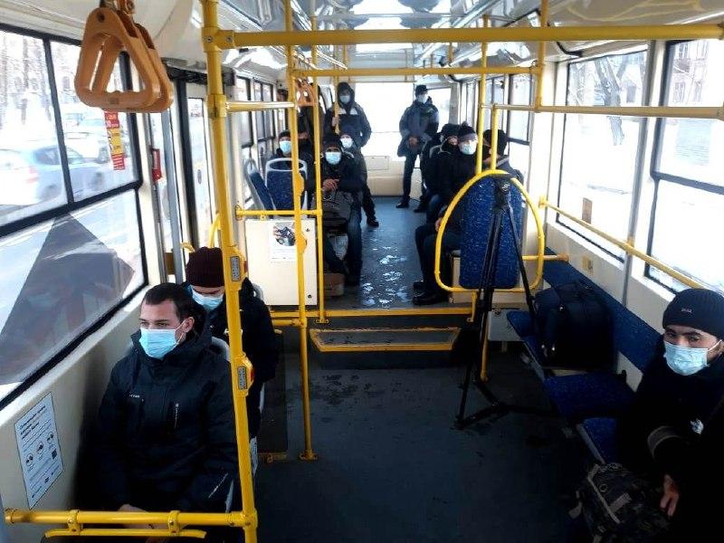 В хабаровских трамваях и троллейбусах перестали возить пассажиров без масок