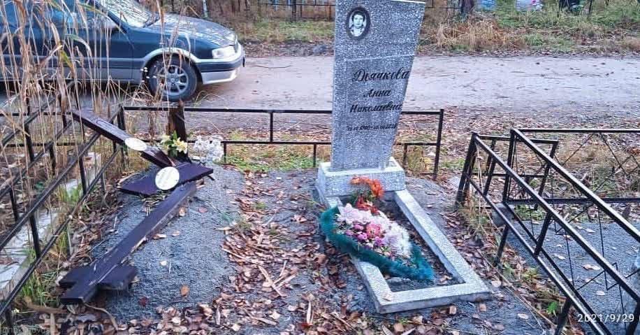 На центральном кладбище Хабаровска вандалы учинили погром