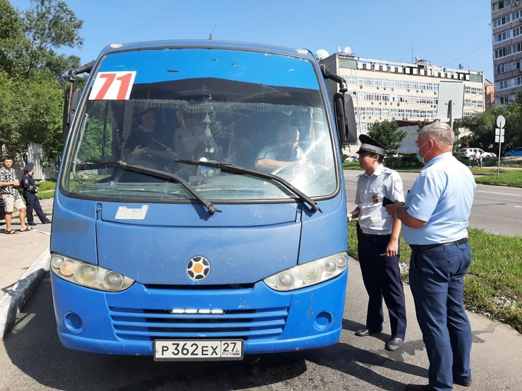 Водителя автобуса в Хабаровске накажут за езду без маски