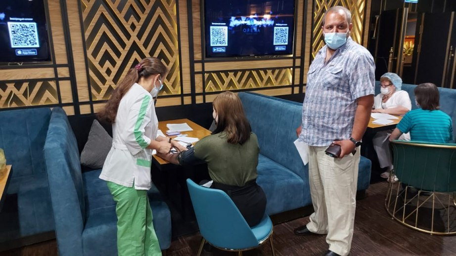 Мобильный пункт вакцинации от COVID-19 открылся в арене «Ерофей»
